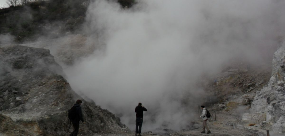 Gas emissions from the fumarole Pisciarelli at Campi Flegrei. Image credit: Mike Stock