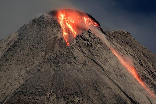Lava dome during the 2006 eruption of Merapi. (AP Photo)